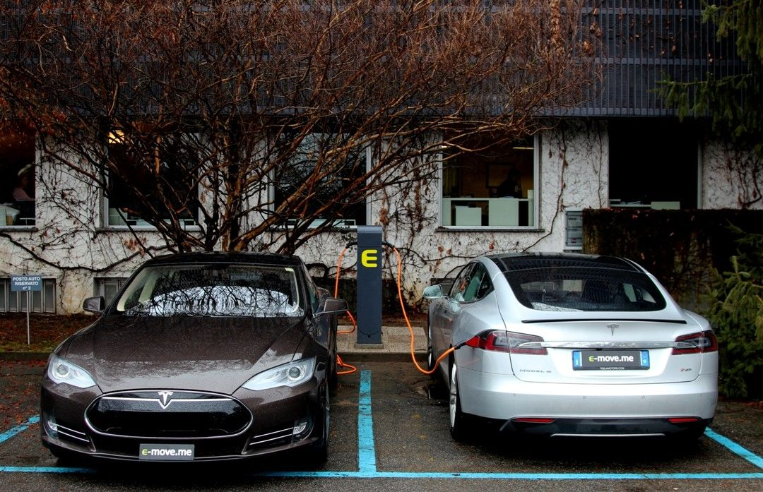 eStation Tesla Model S - ricarica auto elettriche