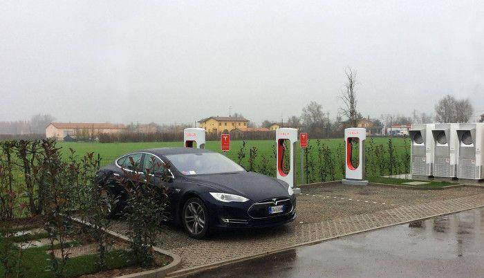 Tesla-Supercharger-Modena-Italia-2