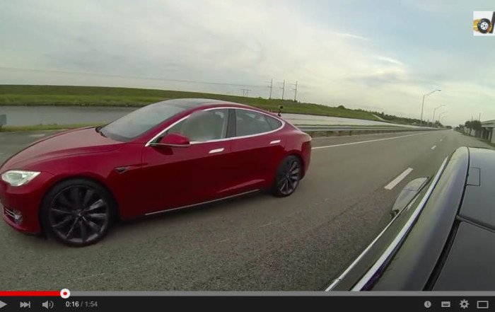Tesla-Model-S-P85D-contro-Tesla-Model-S-P85