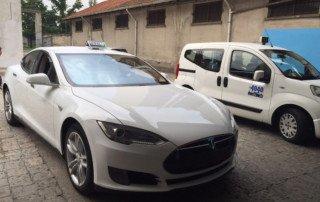 Taxi Tesla Italia Modena