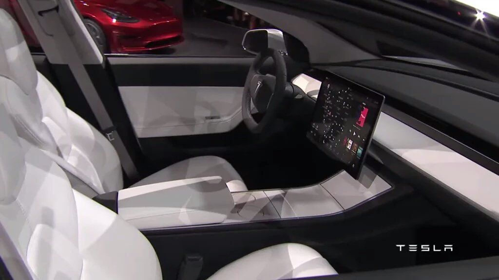 Tesla-Model-3-interni.jpg
