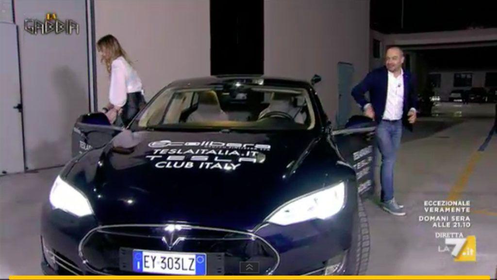 La Tesla Model S a La Gabbia su La7