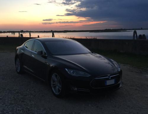 Tesla Club Italy, in collaborazione con Teslasfuture, si incontra al mare per una due giorni completamente elettrica